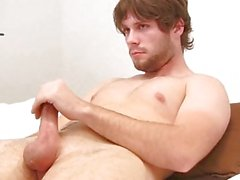 Hunk jerks off in bed